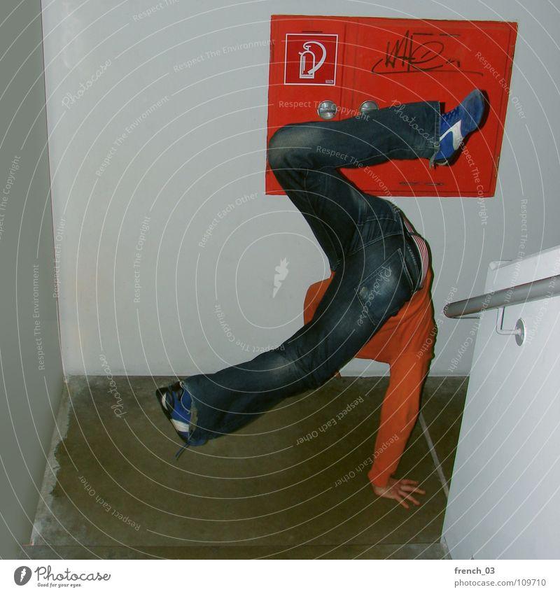 b-boys gonna make the noise II Mensch Jugendliche blau Hand weiß rot Freude Wand Bewegung Mauer Musik Gesundheit orange Tanzen Schuhe fliegen