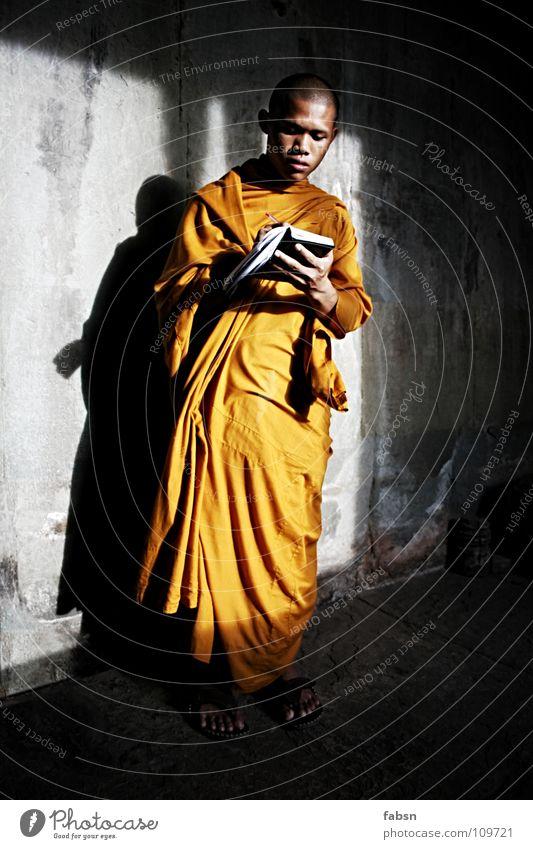 NOVIZE alt Sonne rot ruhig Wand Mauer Religion & Glaube Kraft orange Buch lernen lesen Schriftzeichen Frieden Student