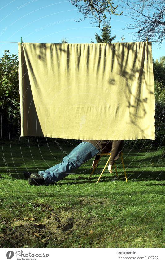 Pause schlafen Siesta ruhig Gras Wiese Vorhang Wäsche Wäscheleine Herbst Freizeit & Hobby Mensch Langeweile Erholung sitzen aufschießen mittagsschläfchen Stuhl