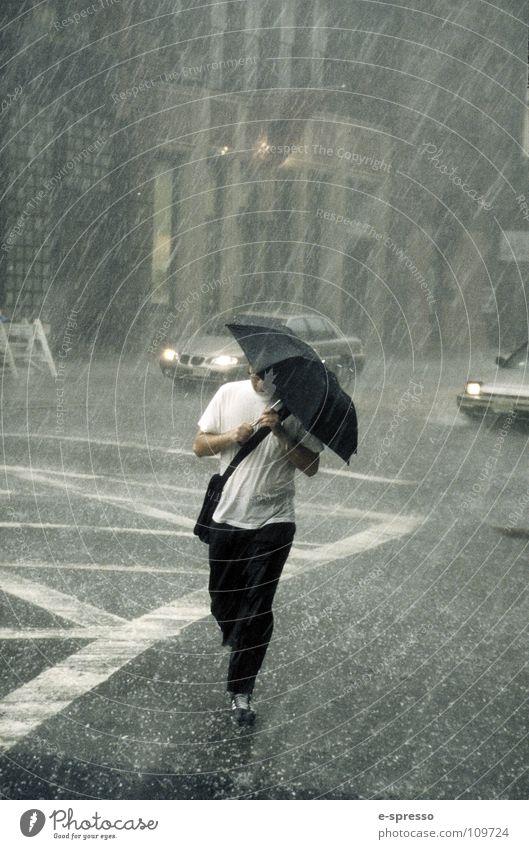 The Raining Man, Soho, New York, N.Y. New York City Kunst Manhattan Sturm nass Freude Mensch Regen Wasser Fotokunst