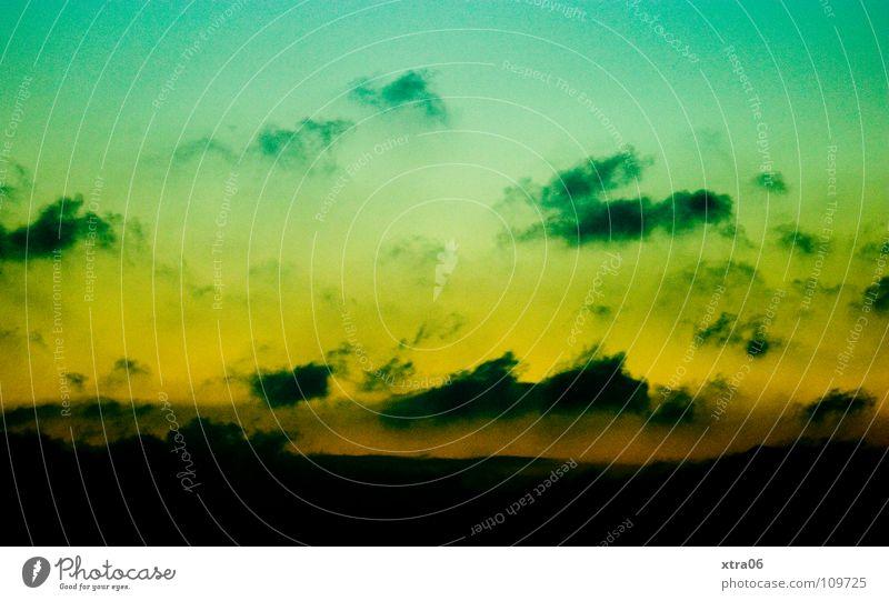 grüngelber himmel im querformat Wolken Nacht Sonnenuntergang Himmel Berge u. Gebirge Abend