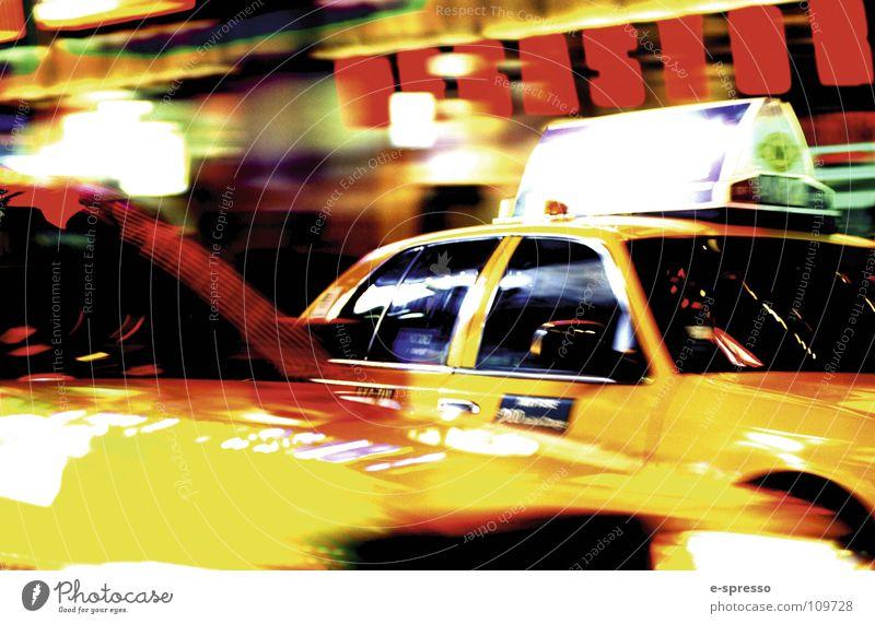 New York Cab, Times Square, Manhattan, New York, N.Y. New York City Taxi Baseballmütze Nachtleben Stimmung Aktion Geschwindigkeit gelb Nitelife Licht