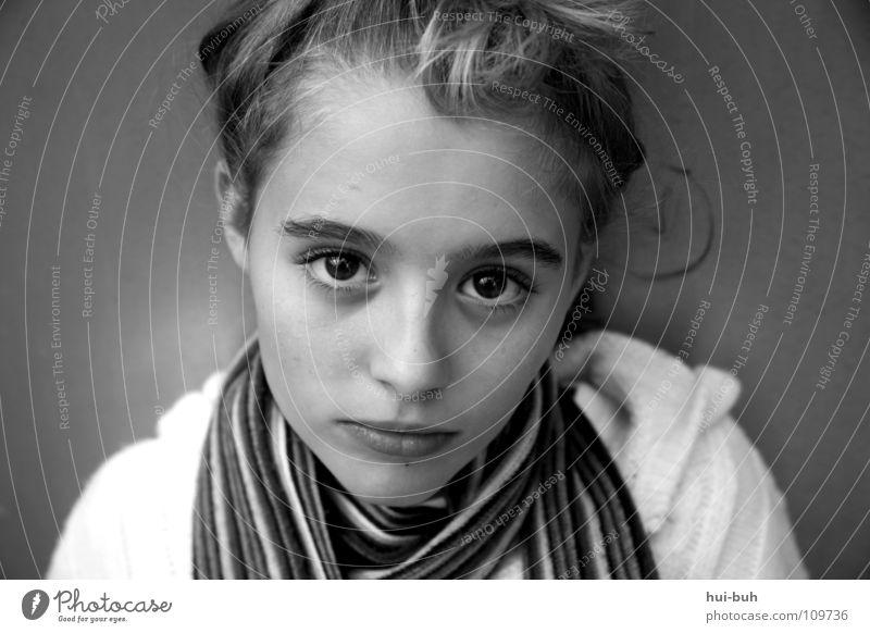 Even heaven cries Mädchen groß schön prächtig Schal braun schwarz Frau Porträt unberührt fein zart Trauer Qualität Jugendliche Verzweiflung Auge bildhübsch wieß