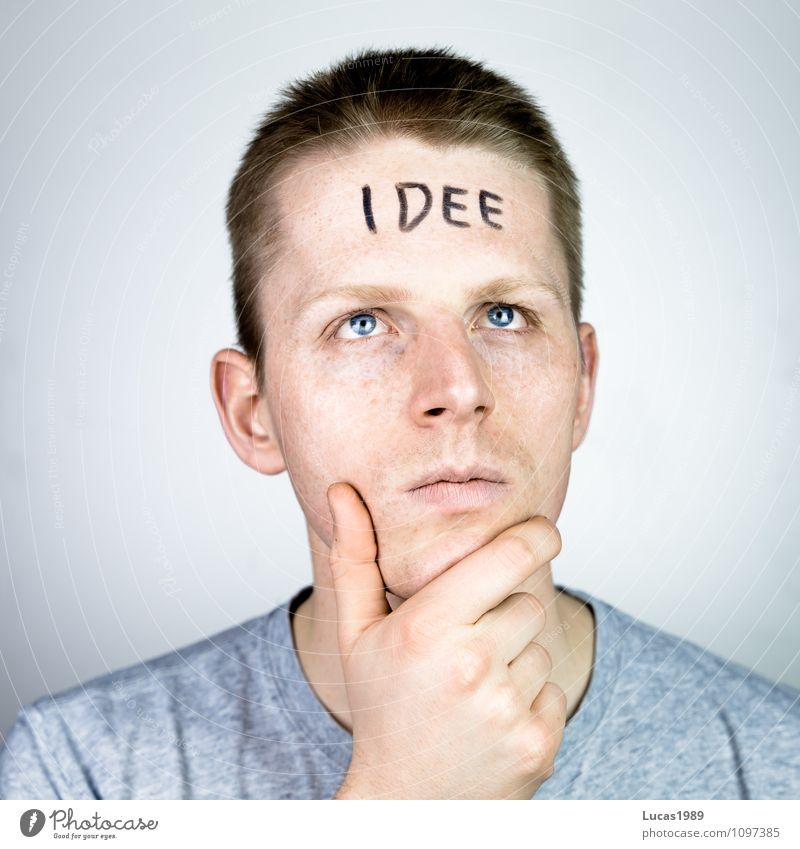 Idee Mensch maskulin Junger Mann Jugendliche Erwachsene 1 18-30 Jahre T-Shirt Haare & Frisuren blond kurzhaarig Denken nachdenklich Wissen raten Farbfoto