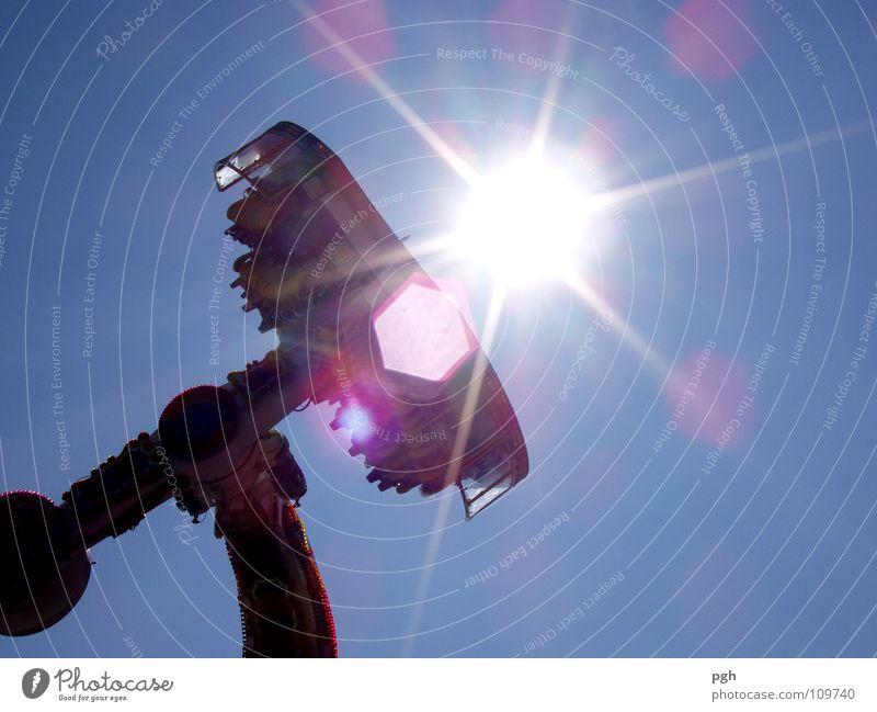 Hilfe, mir wird schlecht Sonne Bewegung Freizeit & Hobby Geschwindigkeit Aktion Schönes Wetter drehen Jahrmarkt Dynamik Wolkenloser Himmel Oktoberfest blenden