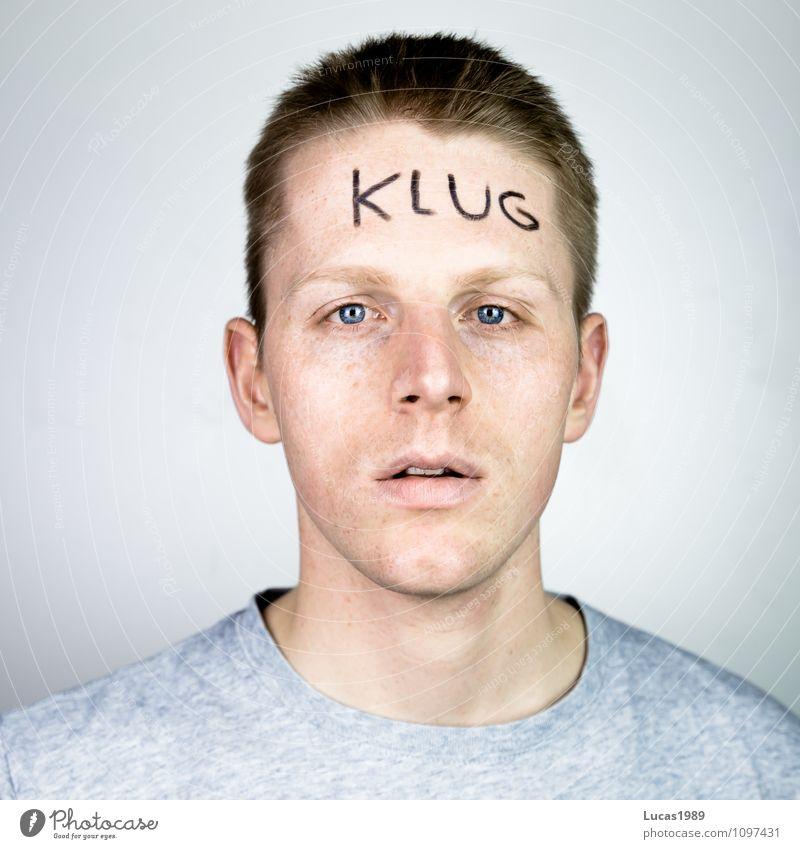 Klug Mensch maskulin Junger Mann Jugendliche Erwachsene 1 18-30 Jahre bemalt Denken lernen lesen klug doof dumm ausdruckslos eingebildet Text Buchstaben