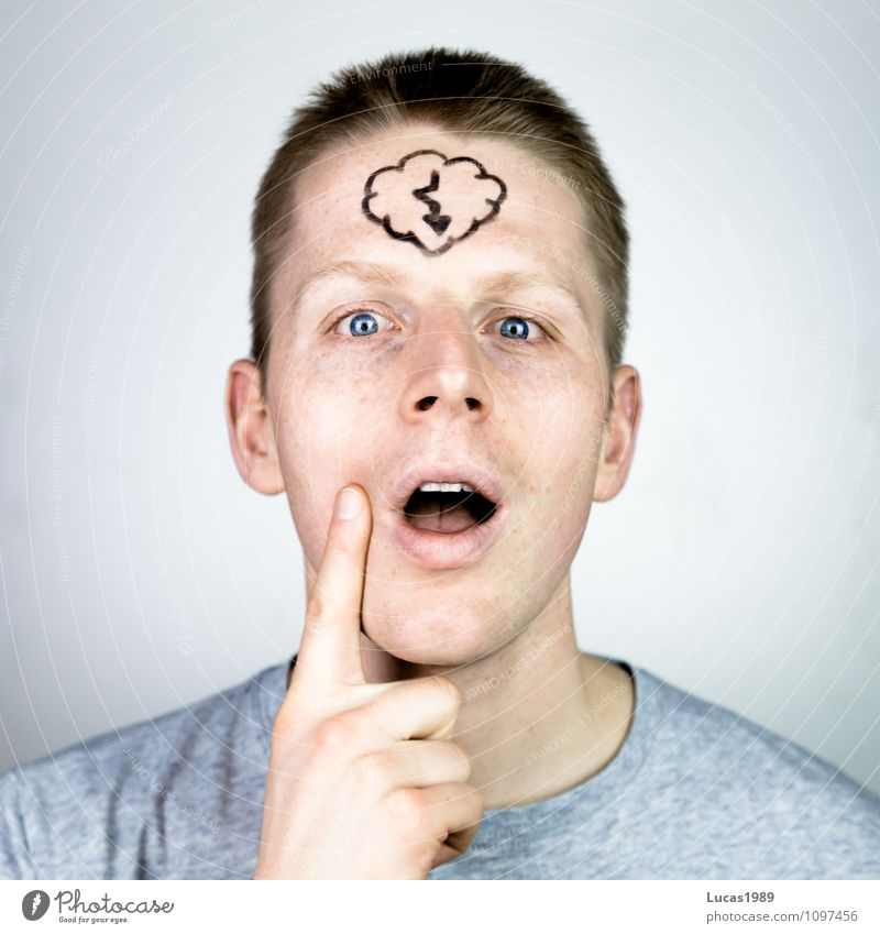 Einfall Mensch Jugendliche Mann Wolken Freude Junger Mann 18-30 Jahre Erwachsene Glück Denken Haare & Frisuren Schule maskulin blond Idee berühren