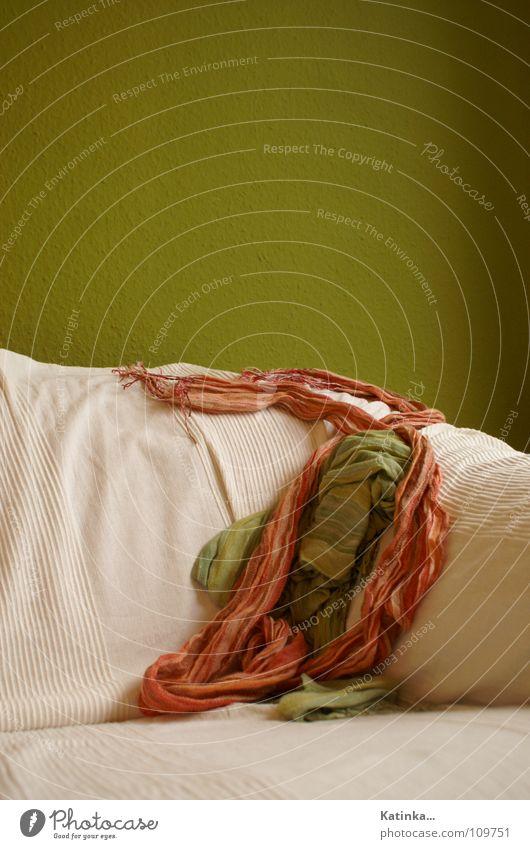 Unordnung weiß grün Pflanze rot ruhig Farbe Wand Wohnung Bekleidung Ordnung Sofa Tapete Wohnzimmer gemütlich chaotisch Decke