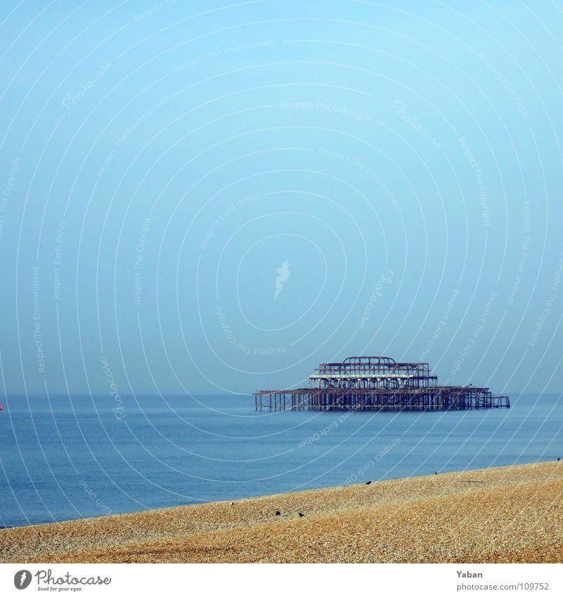 Old Brighton Pier Meer Strand Architektur See Vergänglichkeit verfallen Rost Verfall Anlegestelle England verrotten Großbritannien Stahlträger Jugendstil