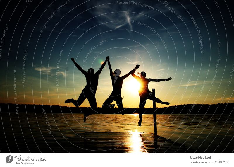 kein Titel Jugendliche Wasser Himmel Sonne rot Sommer Freude ruhig Wolken Freiheit Glück Freundschaft Küste Aktion Schwimmen & Baden Unendlichkeit