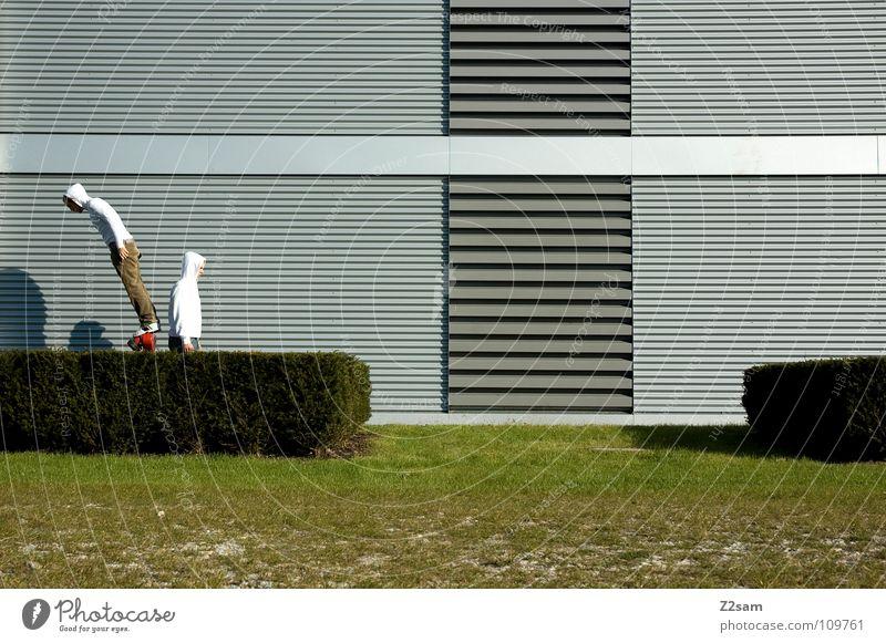 *Balanced* III Mann Natur weiß grün rot Gras Garten Stil Linie 2 Feste & Feiern Zufriedenheit Beginn gefährlich stehen