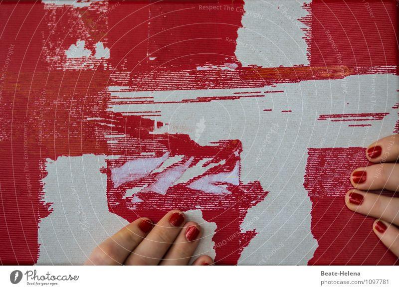 Echt stark: badische Roth-Händle Lifestyle Hand festhalten genießen ästhetisch rot weiß Zufriedenheit Nagellack Fingernagel Haptik Tabak Kreuz greifen berühren