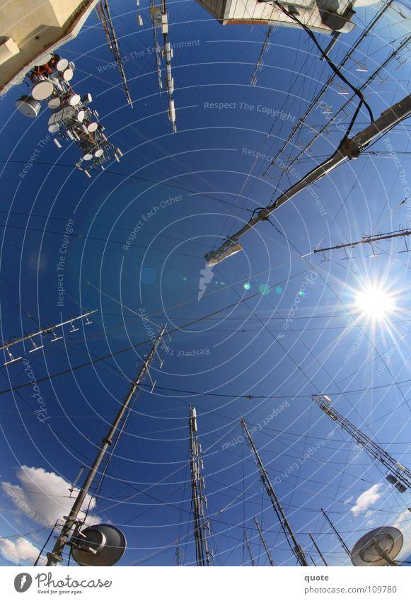 Antennenwald Himmel Sonne blau Sommer Wolken oben Berge u. Gebirge Luft Technik & Technologie Spitze heiß Mitte Station Strahlung Radio Strommast