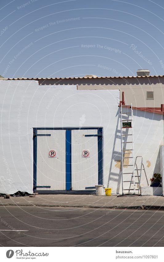 P | P. Wohnung Haus Arbeit & Erwerbstätigkeit Beruf Handwerker Anstreicher Baustelle Wolkenloser Himmel Schönes Wetter Swakopmund Namibia Afrika Stadt Bauwerk