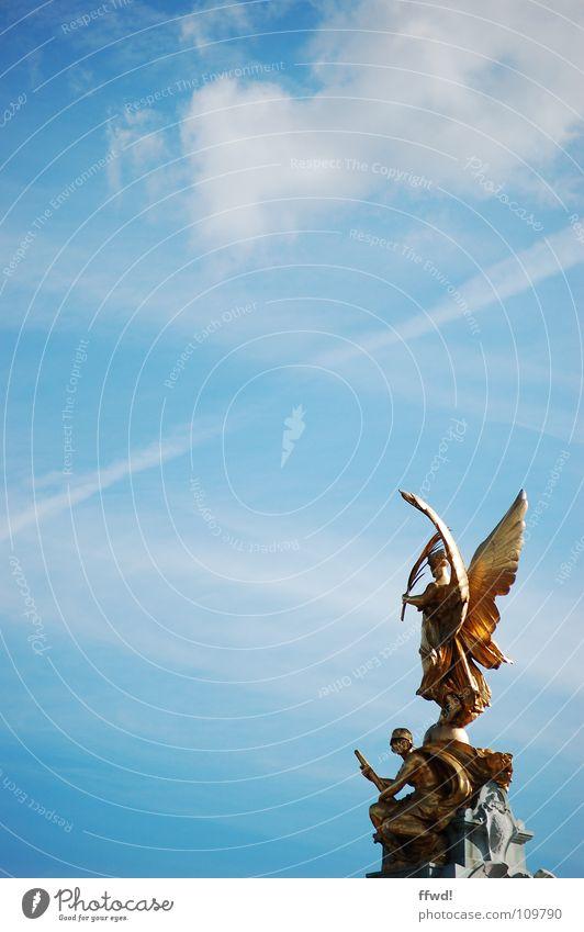 sculptures galore Himmel blau Kunst Gold Engel Kultur Brunnen Statue Denkmal London Skulptur Wahrzeichen Tourist Indien Kalkutta Sightseeing