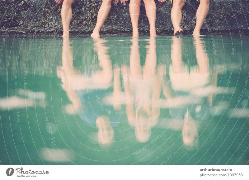 Füße im Wasser Mensch Jugendliche Sommer Junge Frau Meer Freude Junger Mann Erwachsene Liebe feminin Frühling natürlich Stil Schwimmen & Baden Zusammensein
