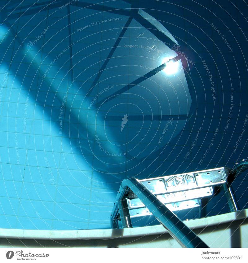 Swimmingpool Ferien & Urlaub & Reisen blau Wasser Sonne Wärme Architektur Stil Linie elegant leuchten modern Klima Schönes Wetter Dach Sauberkeit Schwimmbad