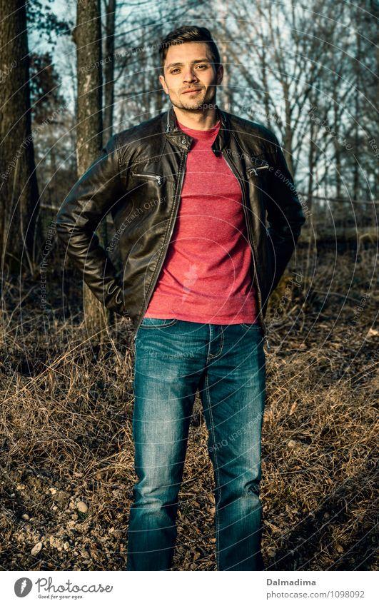 Reiner Lifestyle Mensch maskulin Junger Mann Jugendliche Erwachsene Bruder 1 18-30 Jahre Umwelt Natur Baum Sträucher Wald Mode Bekleidung T-Shirt Jeanshose