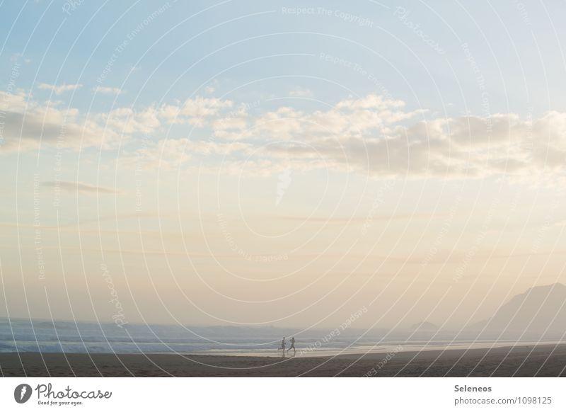 Let´s run away Ferien & Urlaub & Reisen Tourismus Ausflug Ferne Freiheit Kreuzfahrt Sommer Sommerurlaub Sonne Sonnenbad Strand Meer Mensch 2 Himmel Wolken
