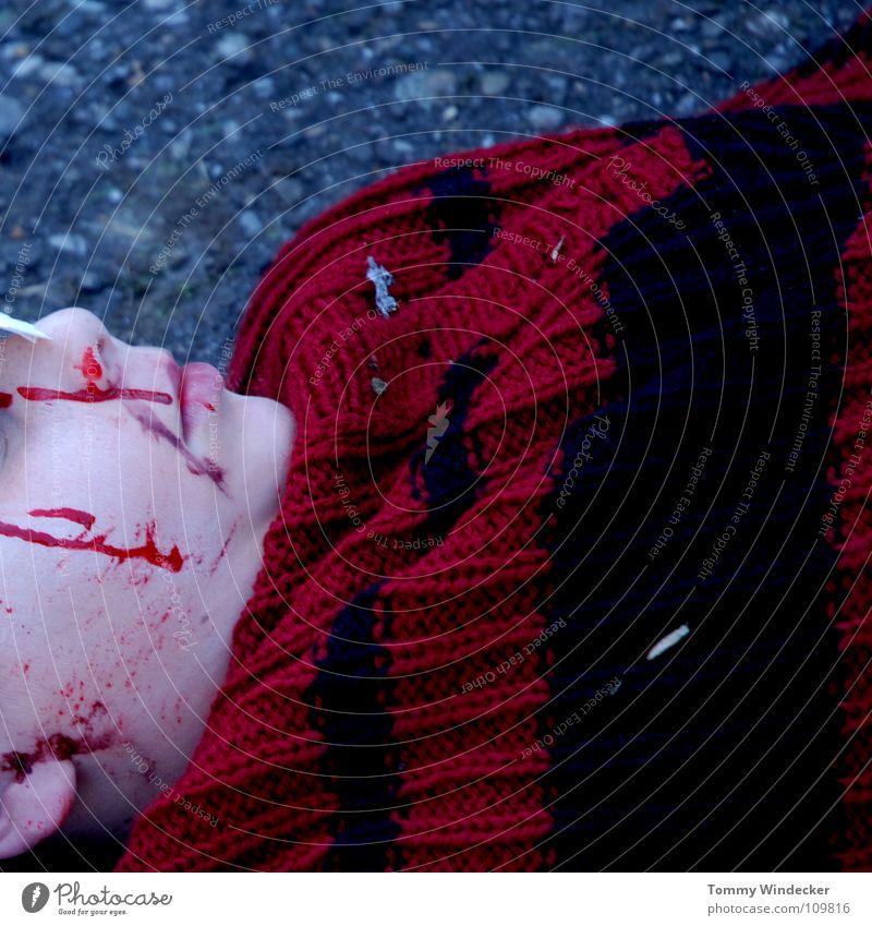 Schock II Kind Nasenbluten Seitenlage Heftpflaster verbinden Gesundheitswesen Sanitäter Wunde Versorgung gefährlich Unfall Zellstoff Rettung Autounfall Verkehr