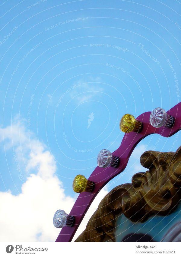Jahrmarkt der Gefühle Himmel Sommer Freude Wolken Farbe Lampe Feste & Feiern Freizeit & Hobby Dekoration & Verzierung Schmuck Veranstaltung Jahrmarkt Karussell Zierde teuer Kettenkarussell