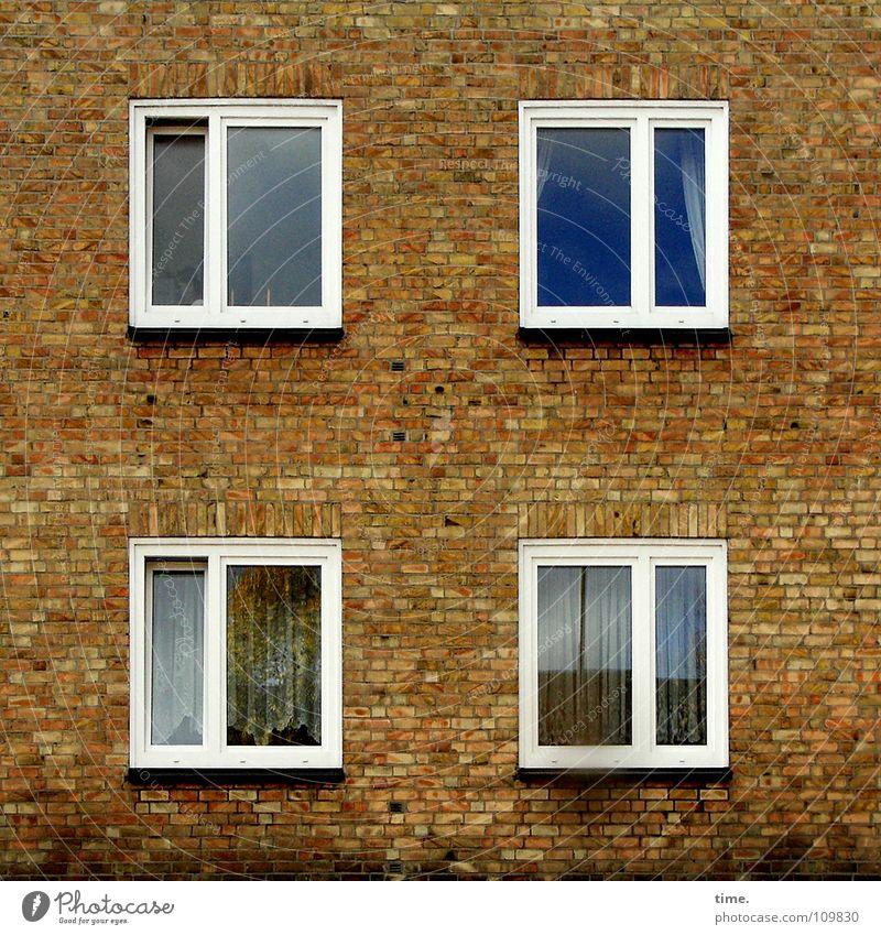 Da drüben ist es auch nicht anders... Reflexion & Spiegelung Blick Haus Wohnzimmer Rücken Wolken Hütte Mauer Wand Fenster Wahrzeichen Denkmal Glas alt Nostalgie