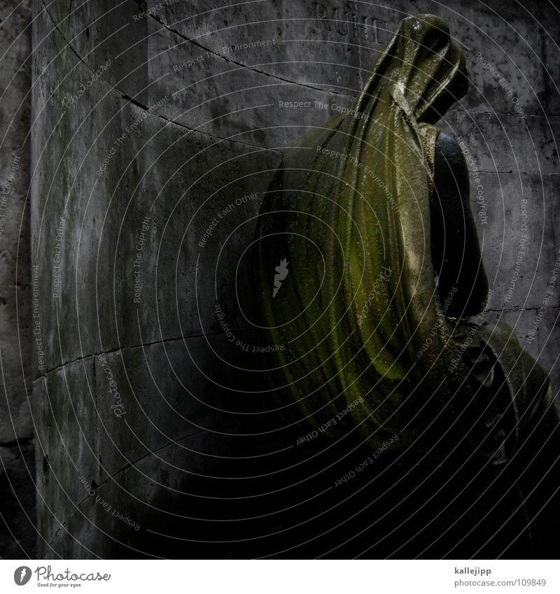 denk mal Mensch Frau alt Erholung Einsamkeit Blatt ruhig kalt Leben Herbst Tod Religion & Glaube Stein braun Park maskulin