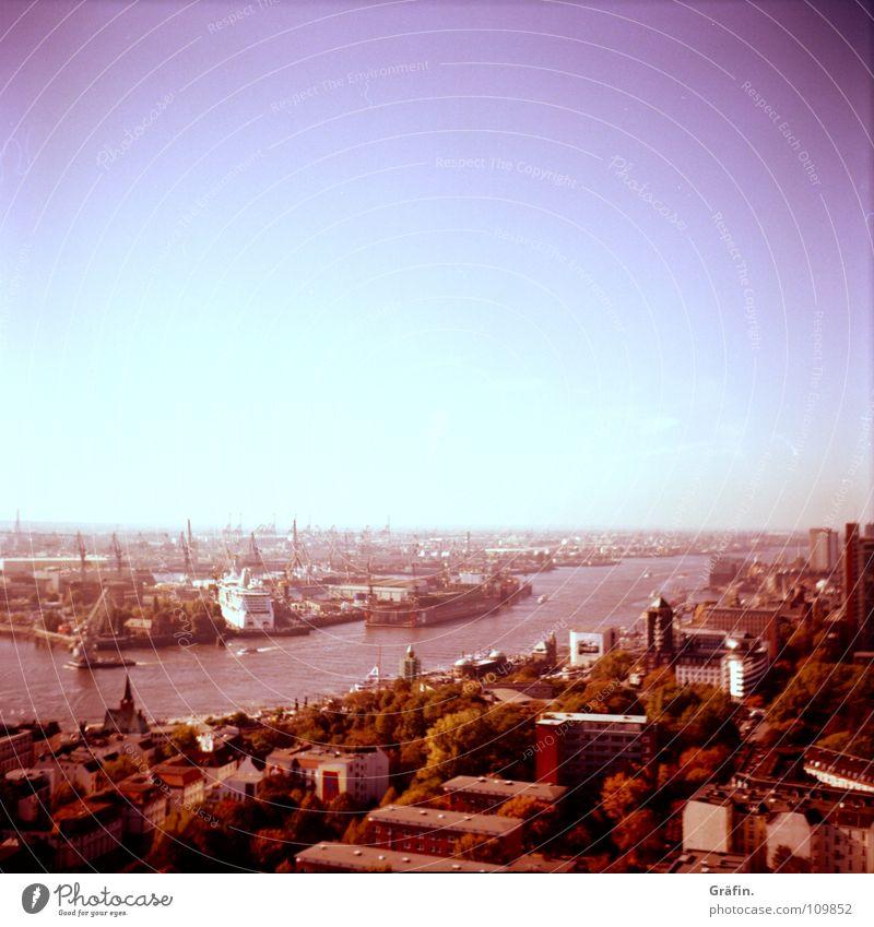 Blick vom Michel Sonne Haus Ferne Straße Wasserfahrzeug Treppe Wind Aussicht Schönes Wetter Hamburg Hafen Hotel Wahrzeichen Denkmal Wohnhochhaus anstrengen