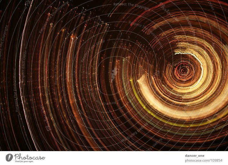 Special-city-of-Night Spirale Nacht Licht Langzeitbelichtung rot gelb schwarz außergewöhnlich rund Herbst St. Gallen