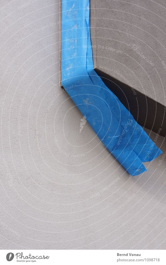 umme ecke Haus Baustelle Wind Stadt Fassade kalt neu blau grau Neubau Folie hängend Erker Putz Putzfassade Geometrie Wand Ecke Farbfoto Außenaufnahme