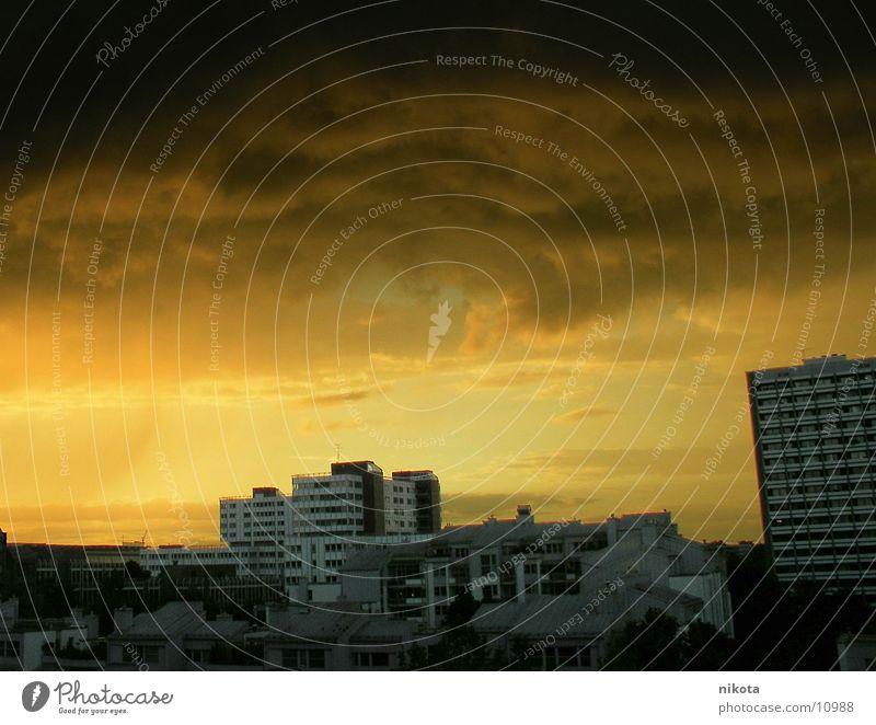 Sahara Wetter über München Stadt gelb Regen Wind Unwetter Bayern Wüste Donnern