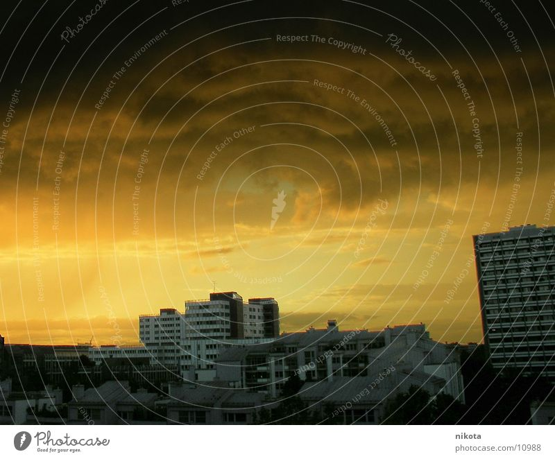 Sahara Wetter über München Unwetter Donnern gelb Stadt Regen Wind Abend