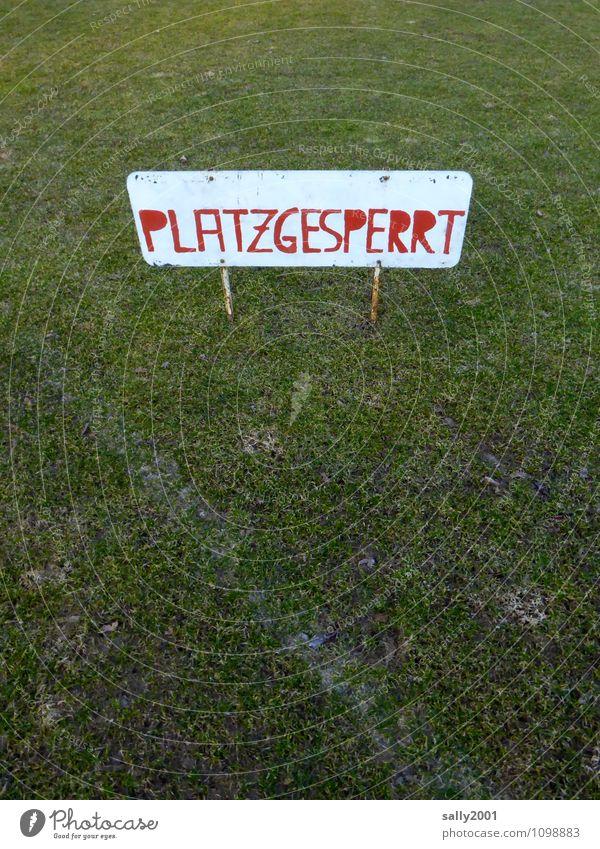 heute kein Training... alt grün rot Wiese Sport Spielen Schilder & Markierungen Schriftzeichen geschlossen Hinweisschild Fußball Fitness Pause sportlich