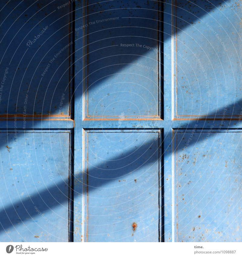 HMV | Feierabend Wirtschaft Güterverkehr & Logistik Dienstleistungsgewerbe Lagerhalle Lagerhaus Lagerschuppen Tür Tor Linie alt kaputt Stadt ästhetisch Design