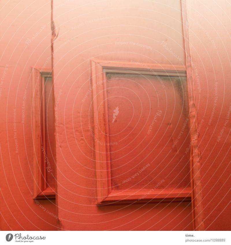 HMV | Lagerhüter Lagerhalle Lagerhaus Fenster Tür Holz Linie stehen außergewöhnlich kaputt trashig standhaft bescheiden Überraschung Platzangst Trägheit