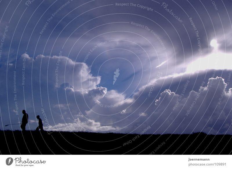 Deichwanderer Sonne Strand wandern Mensch Vater Erwachsene Wolken Küste Frieden Sohn Abendsonne Abenddämmerung Sonnenuntergang Vater und Sohn Deichwanderung