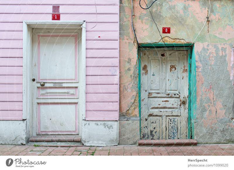 Nachbarn Istanbul Stadtzentrum Altstadt Haus Einfamilienhaus Bauwerk Gebäude Architektur Mauer Wand Fassade Tür alt außergewöhnlich trashig trist grün rosa