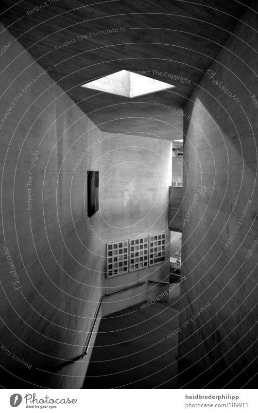 Der Weg hinunter Regensburg Audimax trist aufsteigen Kunst modern Studium Abstieg Architektur