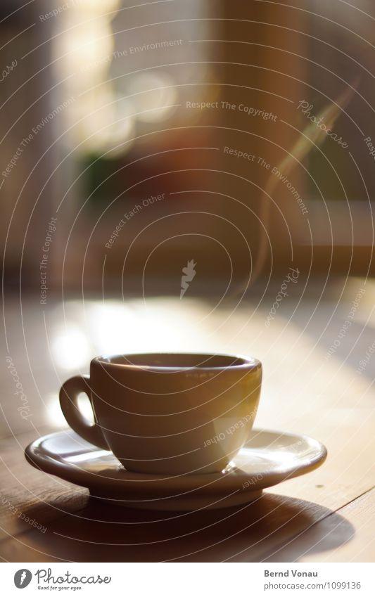 un altro? Lebensmittel Frühstück Getränk Heißgetränk Espresso Tasse Gefühle Stimmung Zufriedenheit Kaffee dampf Partikel Holz Reflexion & Spiegelung genießen