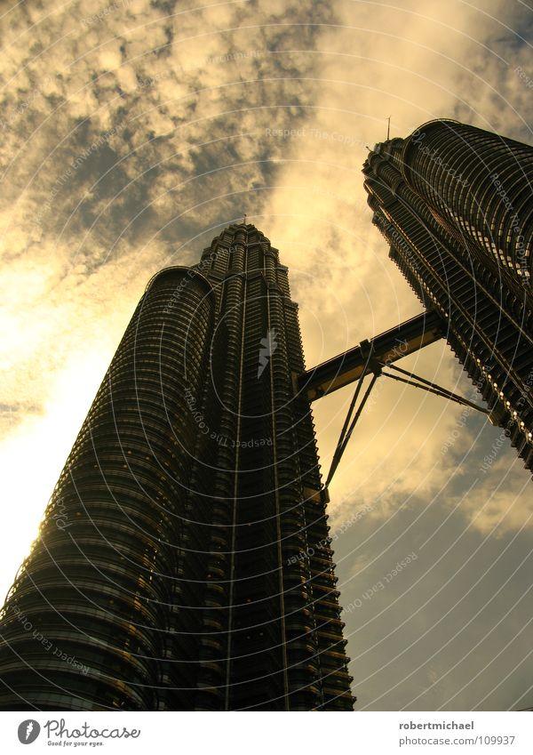 Petronas Towers Himmel Gebäude Business hoch Hochhaus Erfolg modern groß Brücke paarweise Perspektive Turm Macht Spitze Mitte