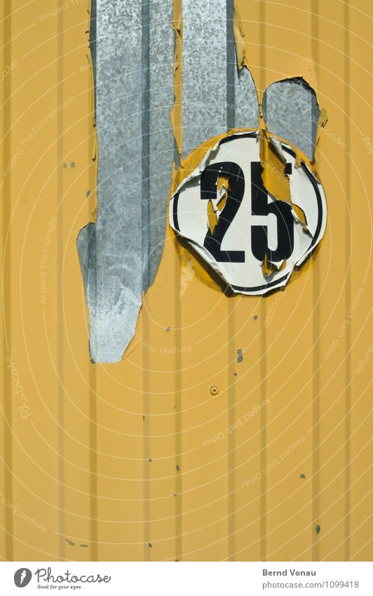 langsaaam Ziffern & Zahlen gelb schwarz weiß abblättern Lack Bauwagen Geschwindigkeit langsam Etikett Warnhinweis Wagen Anhänger Metall Blech silber Grenze
