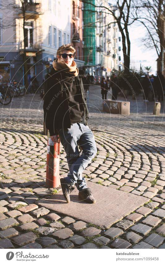 Monday morning - here i am elegant feminin androgyn Homosexualität Stadt Hafenstadt Erholung Lächeln Blick stehen warten Coolness frei trendy Erotik Glück