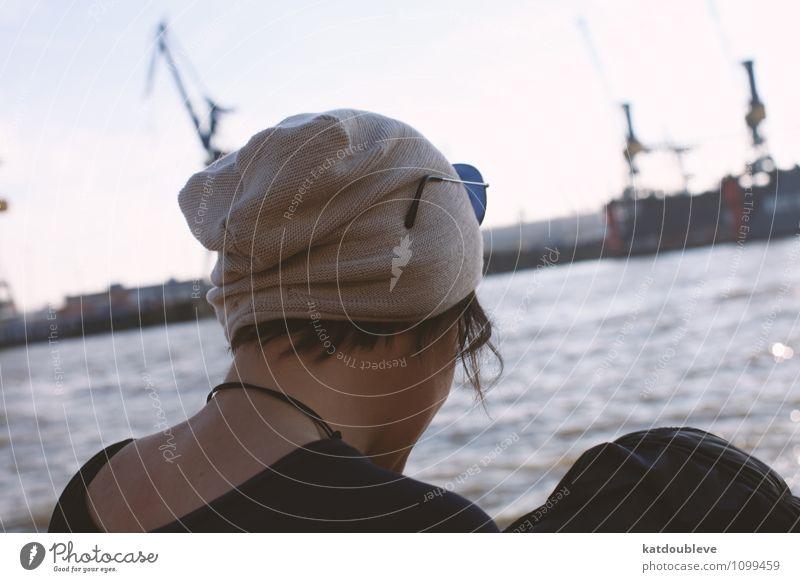 I Love My Harbor androgyn Homosexualität Wasser Hafenstadt beobachten Denken Erholung genießen Blick sitzen stehen warten Coolness Ferne frei maritim nass trist
