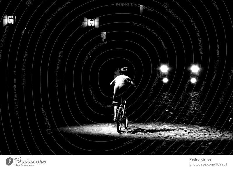 the boy and the bike Schwarzweißfoto Fahrrad pb bw pedrokirilos tiradentes Minas Gerais cinema run lights bicicle