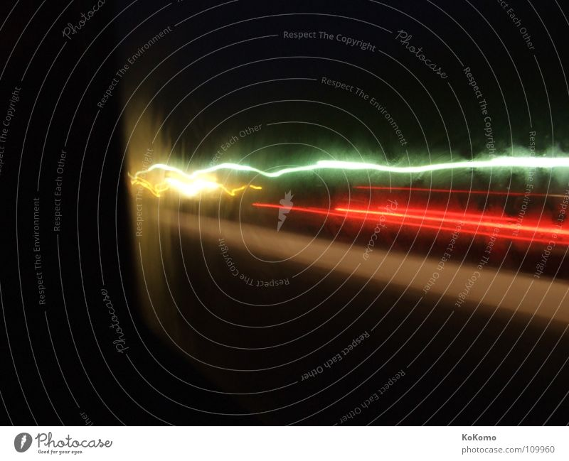 Night Drive Licht Nacht ruhig dunkel schwarz rot weiß weich Einsamkeit grün Autobahn fein Genauigkeit Konzentration Gefühle Langzeitbelichtung light Bewegung