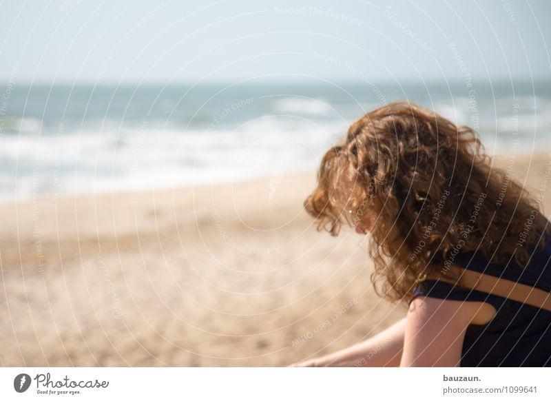 löckchen. Mensch Frau Himmel Natur Ferien & Urlaub & Reisen Sommer Meer Einsamkeit Landschaft Strand Ferne Erwachsene feminin Küste Gesundheit Haare & Frisuren