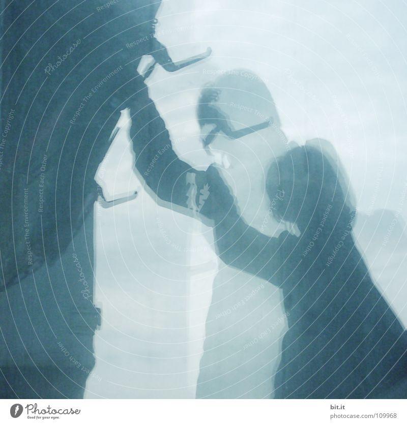 SPIEGELUNG Frau Mensch schön blau Regen Glas Spiegel Haken