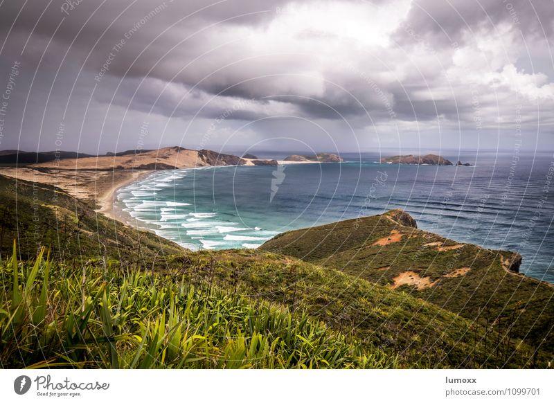 cape reinga Natur Landschaft Urelemente Sand Wasser Gewitterwolken schlechtes Wetter Unwetter Sturm Küste Strand Bucht Meer Tasmanische See Insel Neuseeland