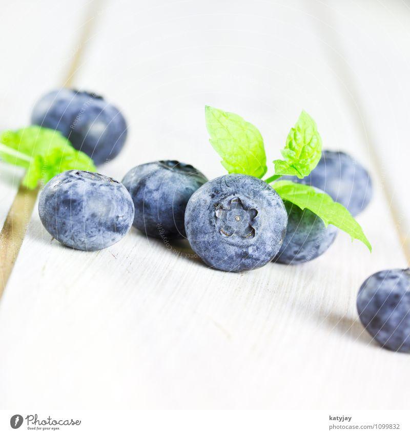 Blaubeeren Beeren Frucht waldbeeren Gesunde Ernährung Vitamin nah Nahaufnahme Makroaufnahme Bioprodukte Dessert frisch Waldfrucht Obstgarten Melisse