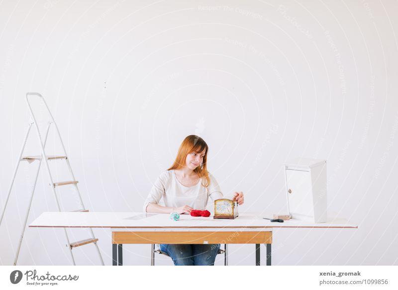 Arbeitsplatz Mensch Jugendliche weiß Junge Frau ruhig Leben Innenarchitektur feminin Stil Lifestyle Business Freizeit & Hobby Zufriedenheit Raum